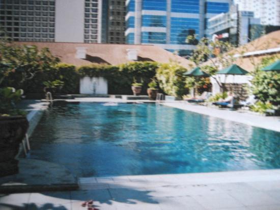 Raffles pool picture of raffles hotel singapore singapore tripadvisor for Raffles hotel singapore swimming pool
