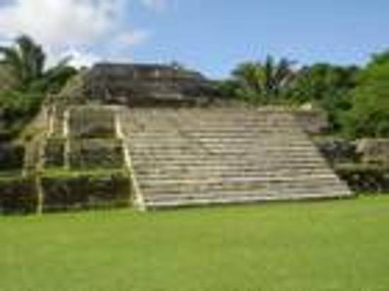 Xanadu Island Resort: mayan ruins