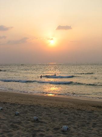 Diamond Cottage Resort & Spa: Karon Beach at Sunset