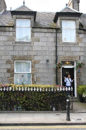 Cragganmore Guest House: Entrance to B&B