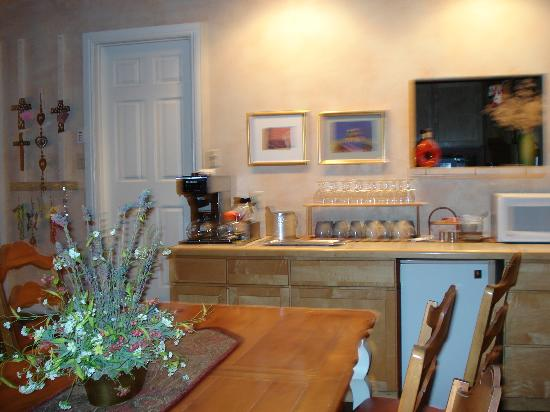 SkyRidge Inn Bed & Breakfast: Breakfast area