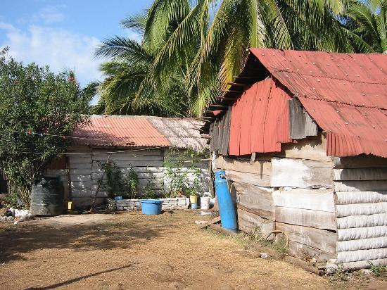 Mar de Jade Retreats Wellness Vacation: Beach shacks along access dirt path