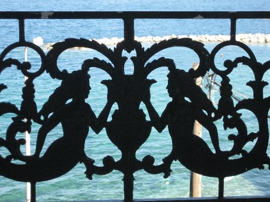 Miramare Hotel: Our balcony - beautiful ironwork