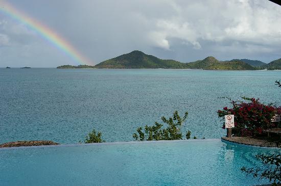 Cocobay Resort: Infinity pool