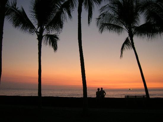 The Beach Villas at Kahalu'u: Sunset at Kahaluu