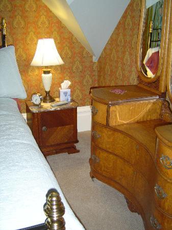 C'est La Vie Inn: More details