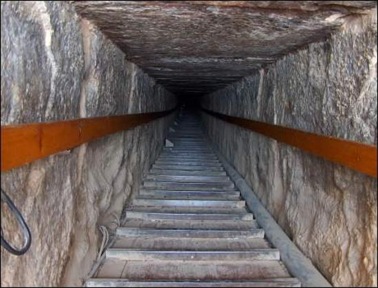 Dahshur : Tunnel into Red Pyramid