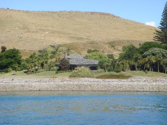 Mercury Bay: The island is owned by 2 NZ merchant bankers, houses rented out for NZ$20,000 a night