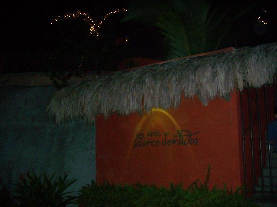 Hotel Cinco Sentidos: Entrance