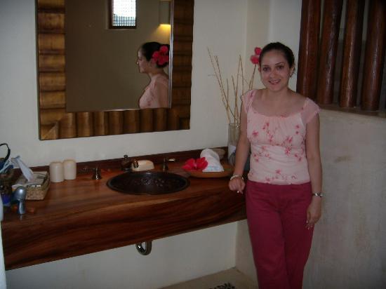 Hotel Cinco Sentidos: Lavatory