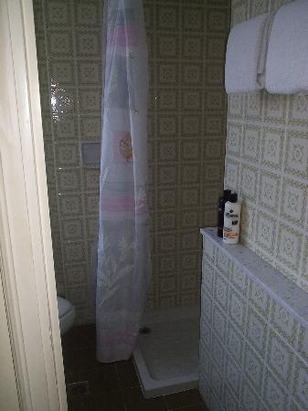 Hôtel Carlton – Beaulieu-sur-mer : Shower