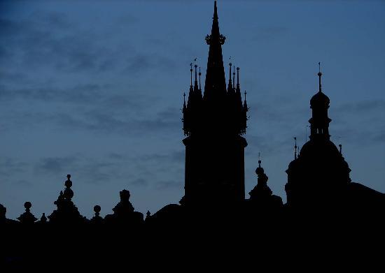 Hotel Wentzl: Skyline at dusk