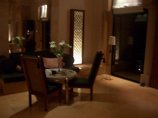 Amanbagh: sitting area