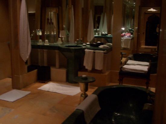 Amanbagh: bathroom