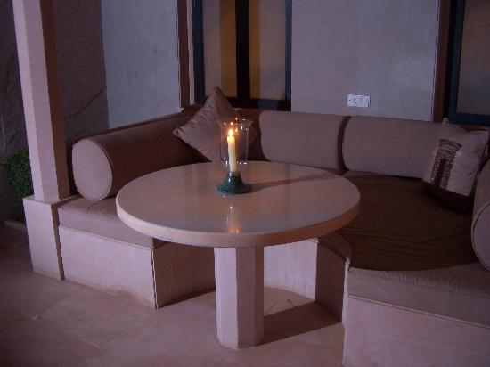 Amanbagh: courtyard sitting area
