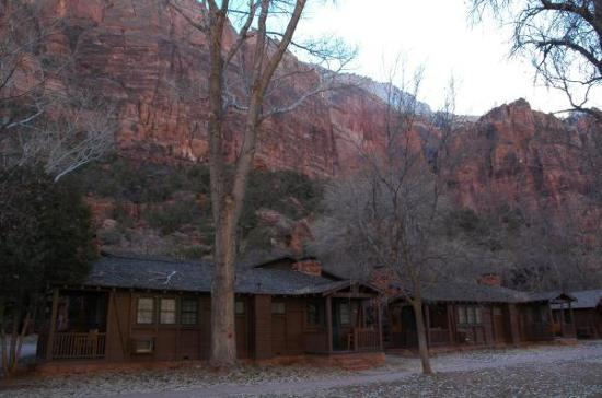 Cabins picture of zion lodge zion national park for Cabin zion national park