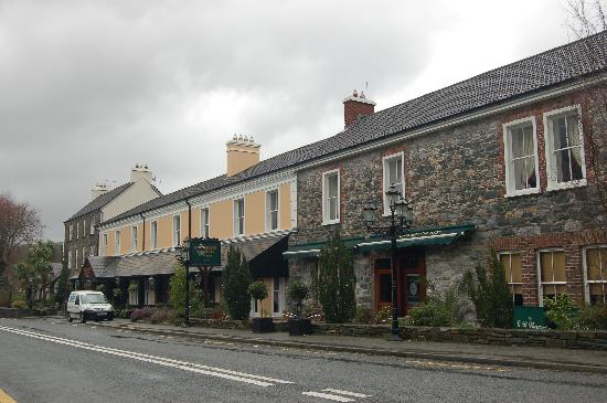 Muckross Park Hotel & Spa: Road side of hotel