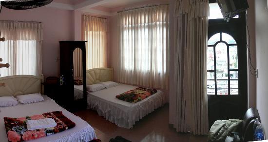 Ai Nghia Hotel: Front Room