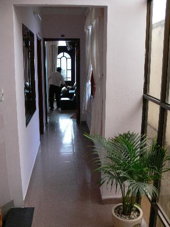 Ai Nghia Hotel: Bright Airy Hallway
