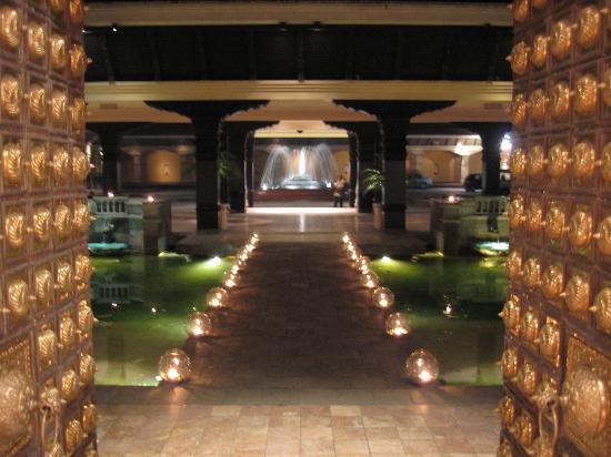Hyatt Regency Kathmandu: The magnificent looking Hyatt reception
