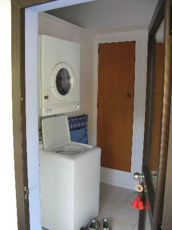 By the Bay Beachfront Apartments : 'Spurway' - Laundry