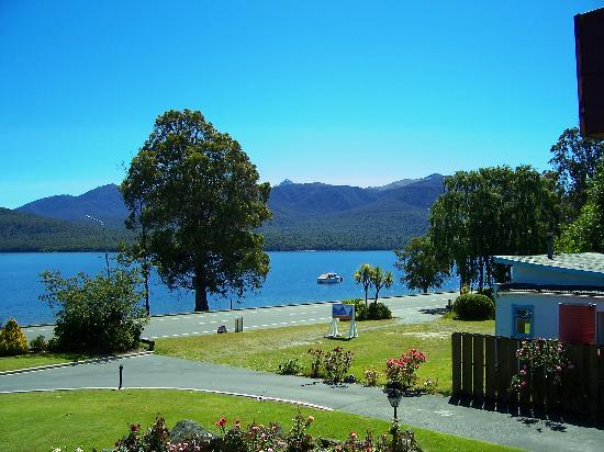 Fiordland Lakeview Motel and Apartments: Right side view
