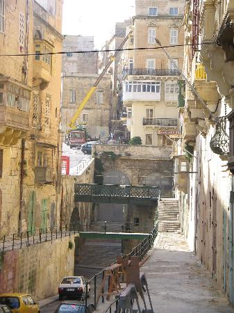 Sunflower Hotel: One of the many narrow streets of Valletta
