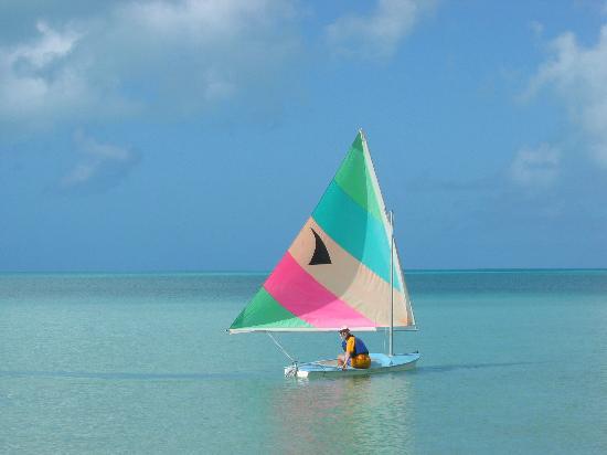 Stella Maris Resort Club: sailing in calm waters