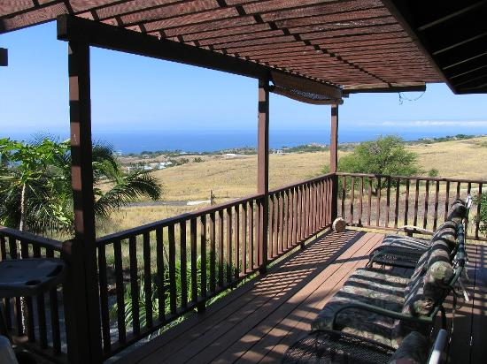Hale Ho'onanea: Deck and View from Bamboo Suite