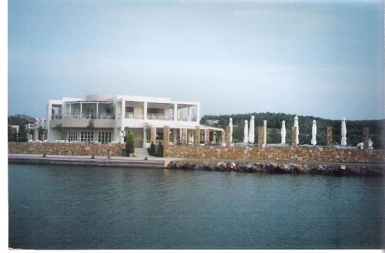 Sani Asterias Suites: sea you restaurant-cafe-bar at the sani marina.
