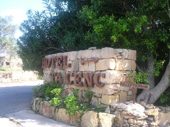 Hotel Ta' Cenc & Spa: Hotel entrance