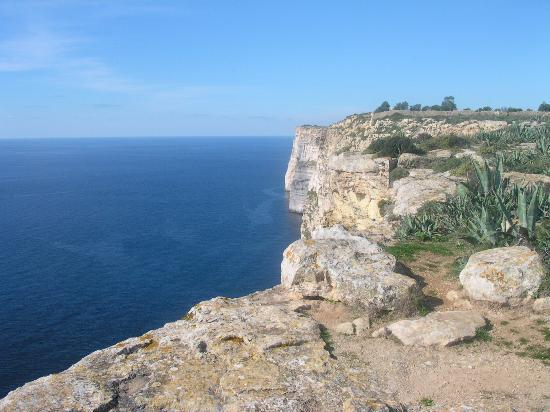 Hotel Ta' Cenc: Another view of the cliffs