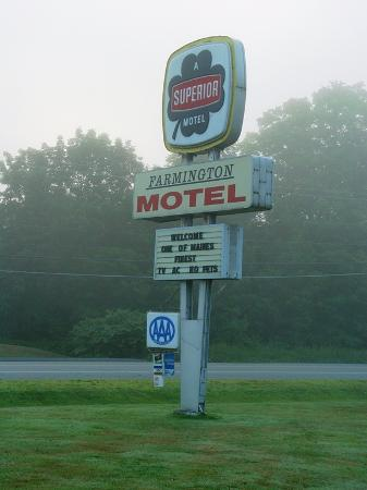 Farmington Motel: The sign out on the main road