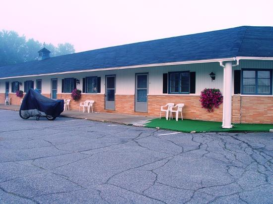 Farmington Motel: A simple one-level motel