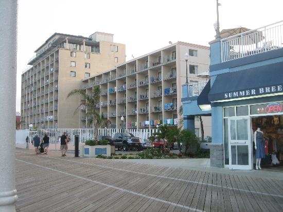 quality inn along the boardwalk picture of quality inn. Black Bedroom Furniture Sets. Home Design Ideas