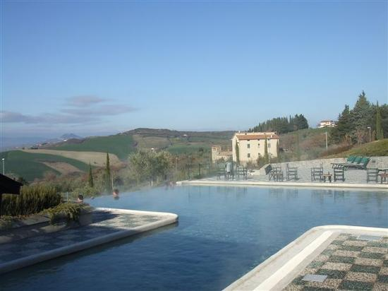 Fonteverde Tuscan Resort & Spa: Infinity pool  for hotel guest's
