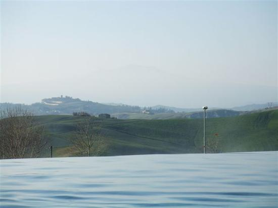 Fonteverde Tuscan Resort & Spa: Infinity pool view