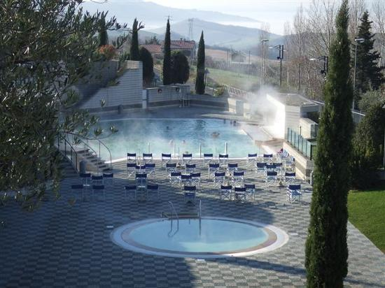 San Casciano dei Bagni, İtalya: Pool open also for public