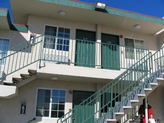 Beach View Inn Motel: Rooms 214 and 215