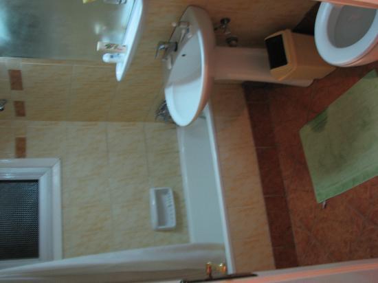 Capsis Palace Hotel: Bathroom