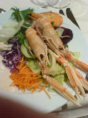 Gran Tacande Wellness & Relax Costa Adeje: My salad atarter with fresh scampi and prawns