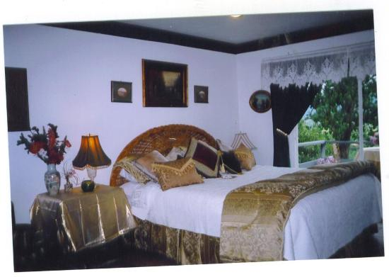 Hillcrest Bed & Breakfast: master room