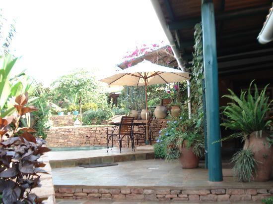 Hotel Le Bougainviller: Garden