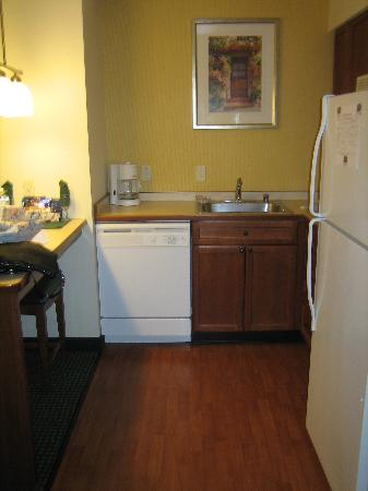 Residence Inn Salinas Monterey : kitchen