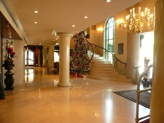 Safi Royal Luxury Towers: Lobby (front door is on the right)