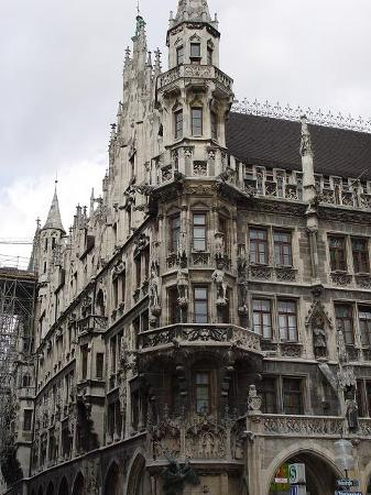 Múnich, Alemania: Architecture of the Neues Rathaus