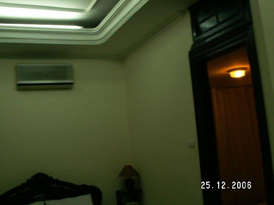 The Tourist Hotel : Ceiling - Classic 2 Hotel, Hanoi