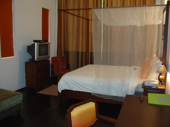 Ibrik Resort in the city: The bedroom is huge with a comfortable bed.
