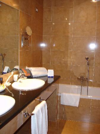 Geovillage Sport Wellness U0026 Convention Resort: Bagno + Vasca + Doccia