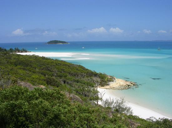 Whitsunday Island, Australia: Looking down at Whitehaven from the look-out